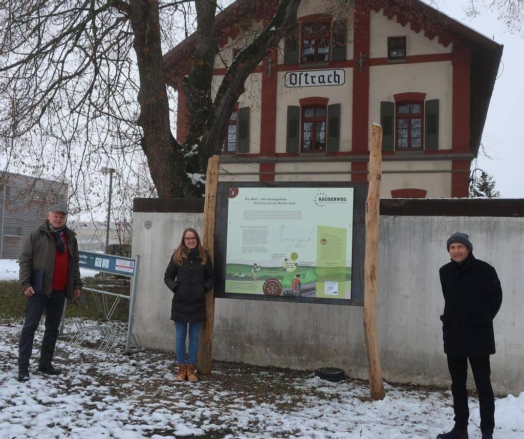 von links: Wirtschaftsförderer Herr Essl, Laura Ditze REMO, Bürgermeister Schulz